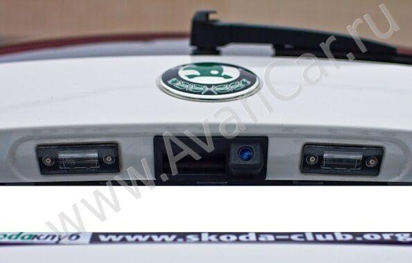установка камеры заднего вида в skoda roomster